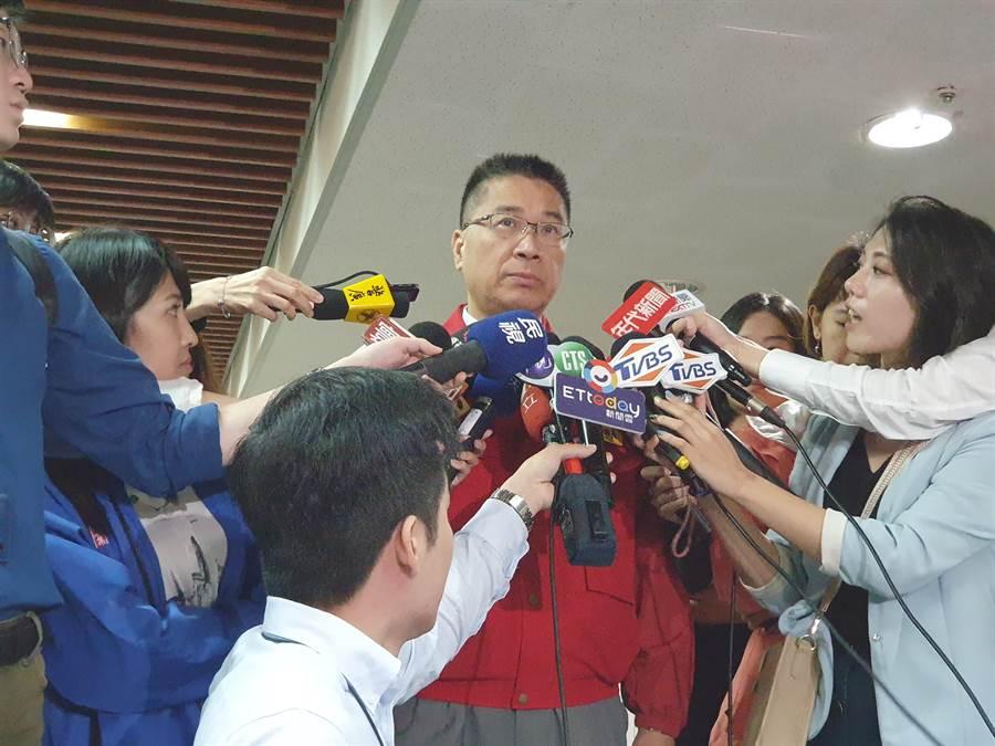 內政部長徐國勇今(30日)炮轟李毅,「侵門踏戶、宣傳武統」,當然要將他驅逐出境。(葉書宏攝)
