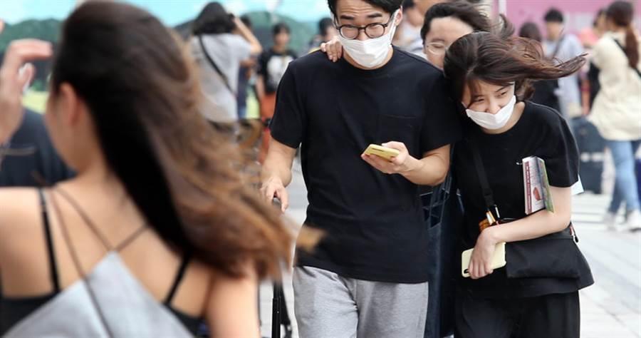 米塔颱風逐漸逼近,各縣市陸續宣布停班停課。(本報系資料照)