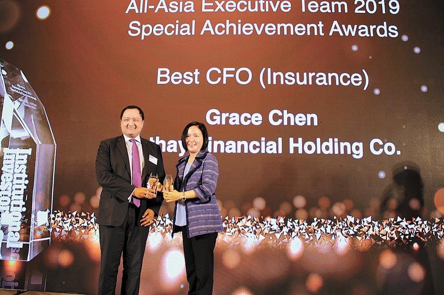 國泰金控榮獲「2019亞洲最受尊崇企業」,國泰金控財務長陳晏如領取「最佳CFO獎」。