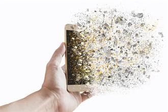 22歲男手機充電突爆炸 秒燒成焦屍