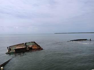 布袋港擱淺貨輪月餘未移除 港務公司下通牒