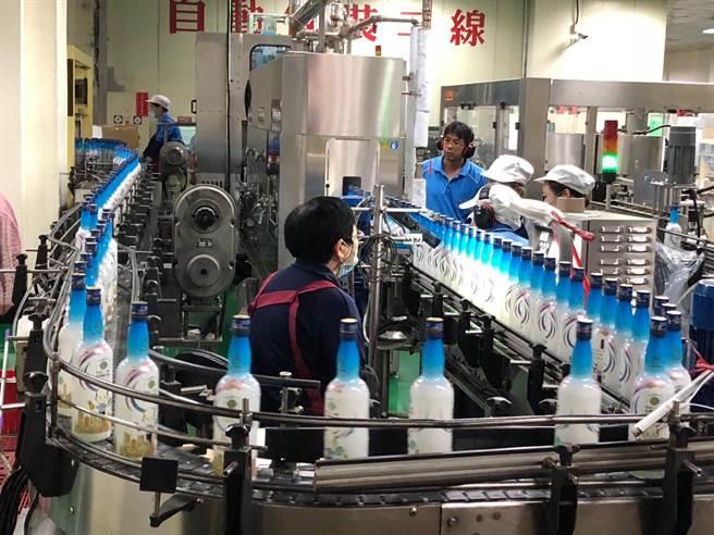 釀酒工序繁複的金門高粱酒,屢次獲得國際大獎。(李金生攝)