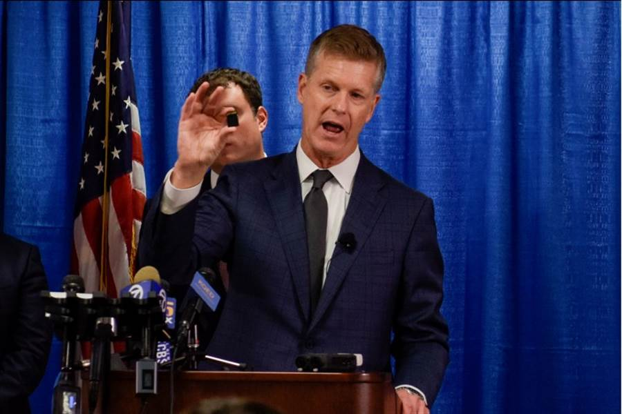 加州北區地方法院檢察官安德森(David L. Anderson)周一宣佈,控告已歸化的56歲華裔導遊彭學華為北京竊取美國國安機密。(路透)