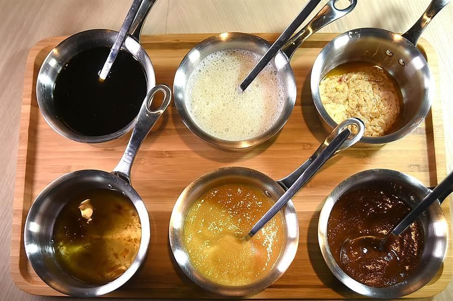 〈初魚鐵板燒〉的調味醬料很多樣,並依不同食材特性賦味增鮮,提供更多吃食享受與食趣。(圖/姚舜)