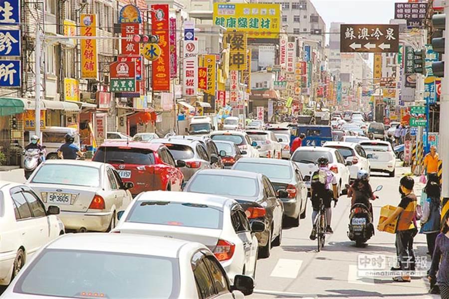 15大交通新制10月1日上路,街道巷弄速限從每小時40公里降為30公里,違規可依法處新台幣1200元以上2400元以下罰鍰。(本報系資料照)