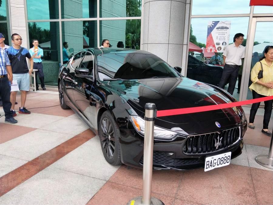 台南地檢署、行政執行署台南分署聯合拍賣會首度出現義大利名車MASERATI Ghibli。(洪榮志攝)