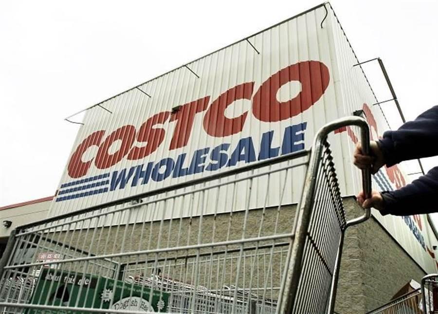 因颱風假原故,知名美式賣場Costco出現「塞爆」的人潮爆滿景象,更有民眾PO出賣場內,貨架被「洗劫一空」的畫面。(本報系資料照)