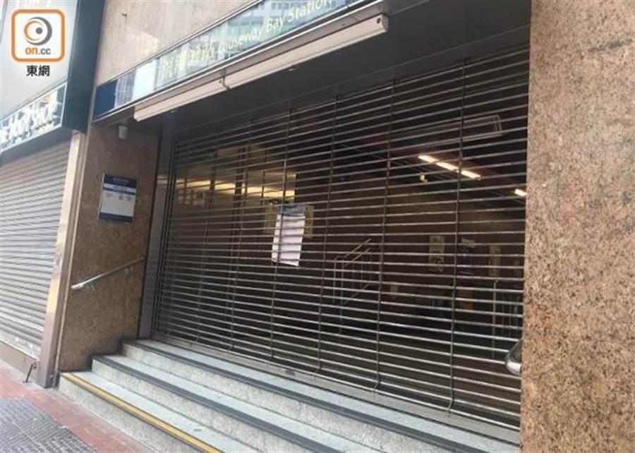 防範示威抗議港鐵關閉11站。(圖/東網)