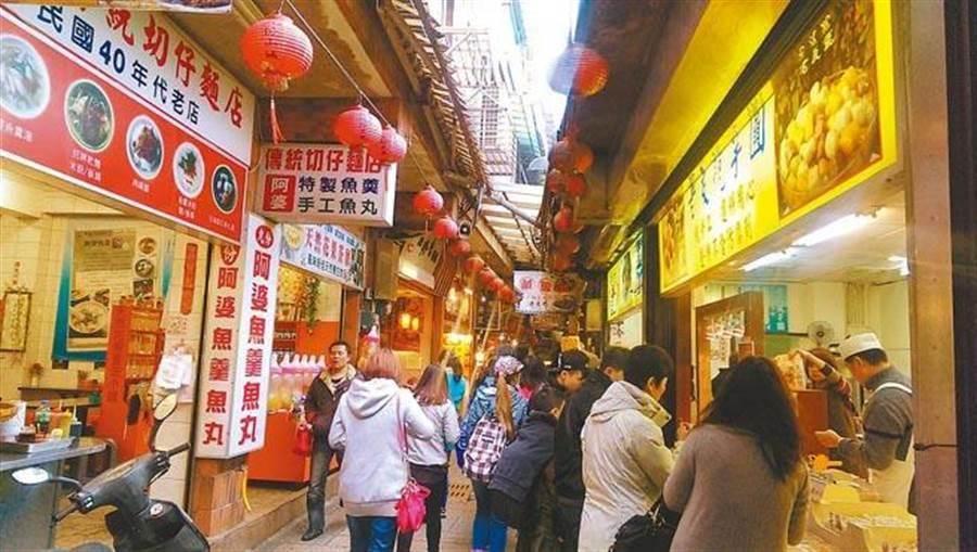 九份老街是旅客愛去的熱門景點。(中時資料照)