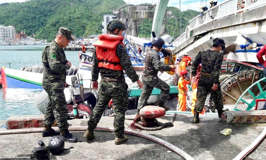 海軍陸戰隊兩棲偵搜大隊人員第一時間趕赴現場。(國防部提供/戴志揚台北傳真)