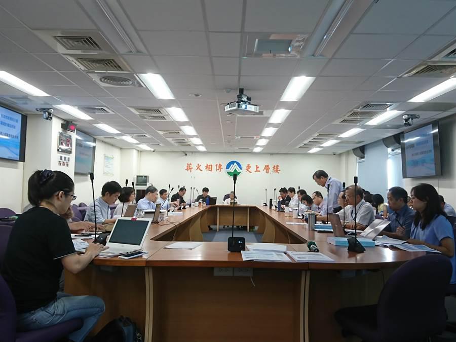 環保署今召開專案小組會議,審查通過台中電廠新建燃氣機組環評案。(廖德修攝)