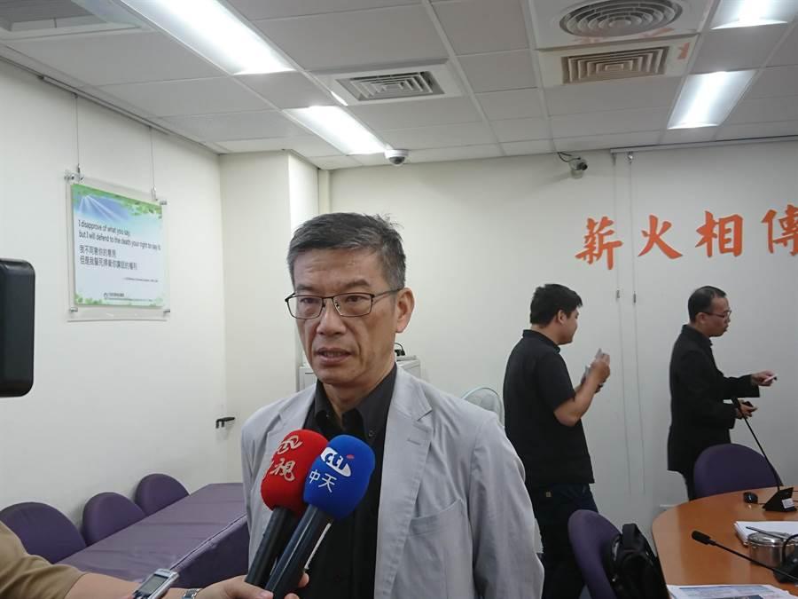 台中市環保局長吳志超表示,中火舊的燃煤機組應汰除,不能備用。(廖德修攝)