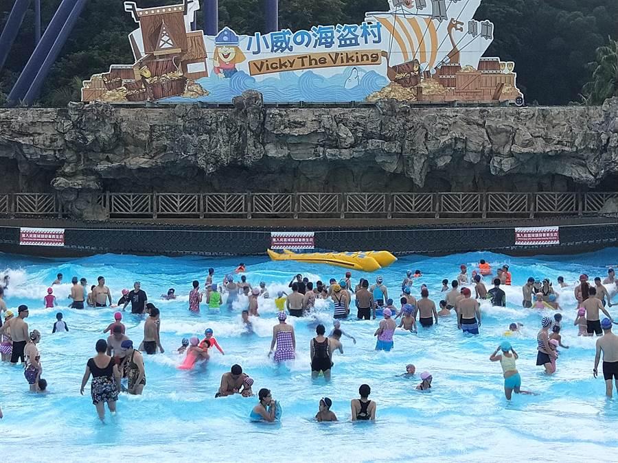 劍湖山世界水樂園國慶連假後就要暫時關閉,遊客錯過就要等明年。(劍湖山世界提供/許素惠雲林傳真)
