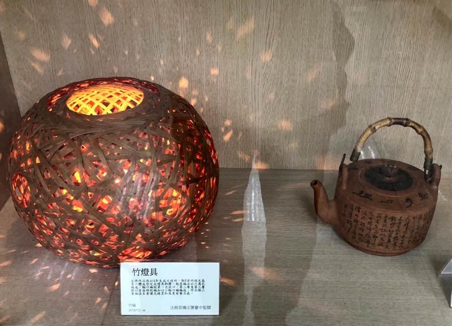 竹燈具與陶壼。(李金生攝)