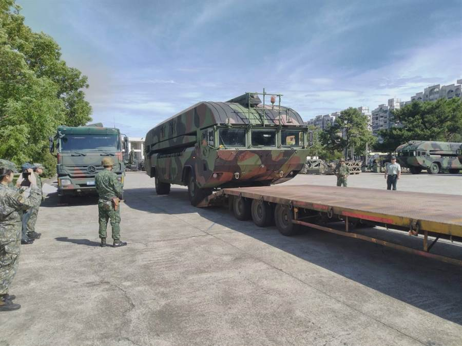 53工兵群預計派出M3浮門橋車、機動照明燈車支援南方澳救援作業。(陸軍提供)
