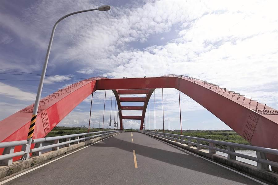 黃偉哲要求高標準檢視轄內橋梁,圖為佳里區溪州橋。(台南市政府提供,曹婷婷台南傳真)
