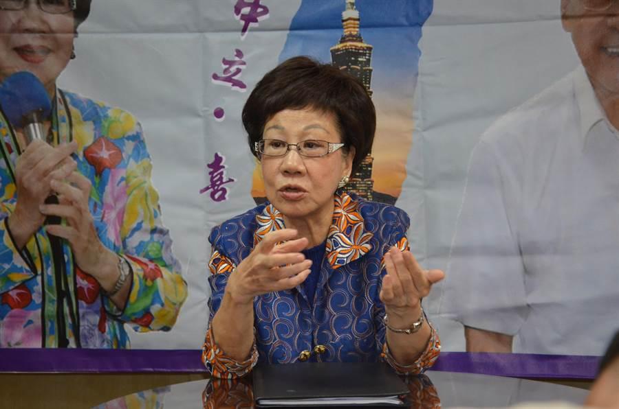 前副總統呂秀蓮宣布參選總統,今天到桃園與媒體茶敘。(賴佑維攝)