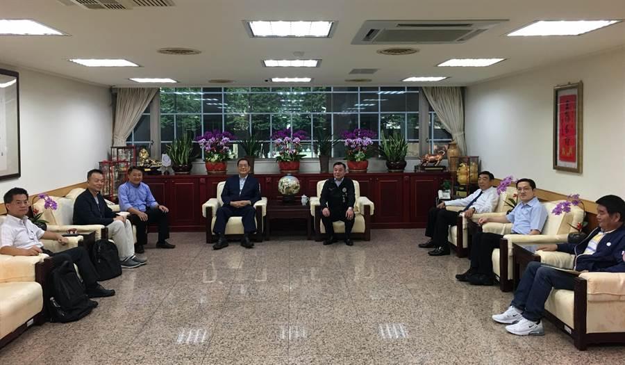 國民黨副主席曾永權到桃園市議會召開韓國瑜競選2020總統桃園市競選工作會報。(甘嘉雯攝)