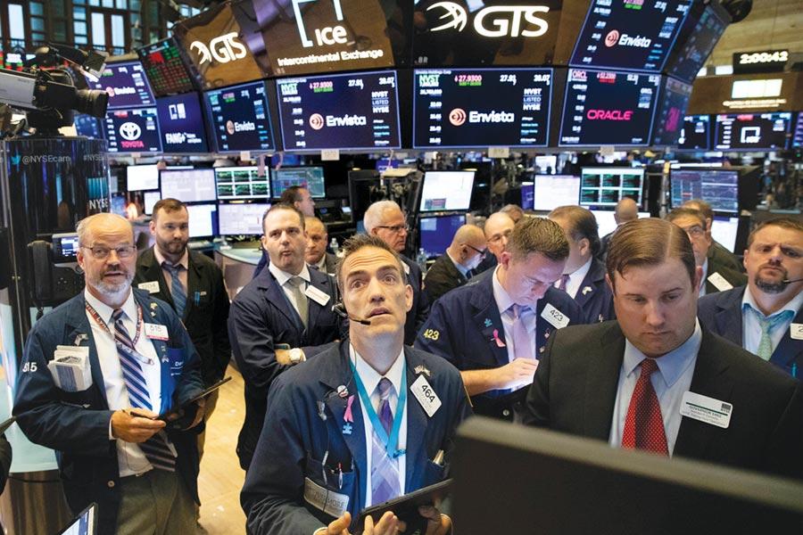 分析師警告,美企第三季獲利持續看跌,將是連三季衰退,可能成為美股第四季的頭號利空。圖/美聯社
