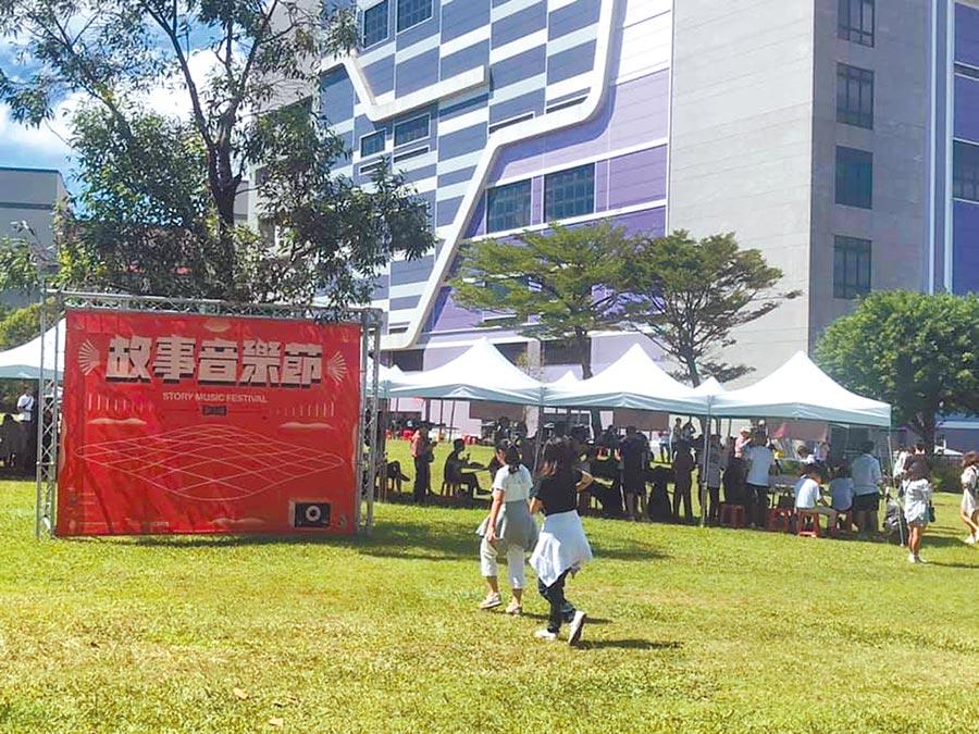 青年事務局舉辦故事音樂節,音樂聲影響在中壢高商舉辦的多益考試。 (本報資料照片)