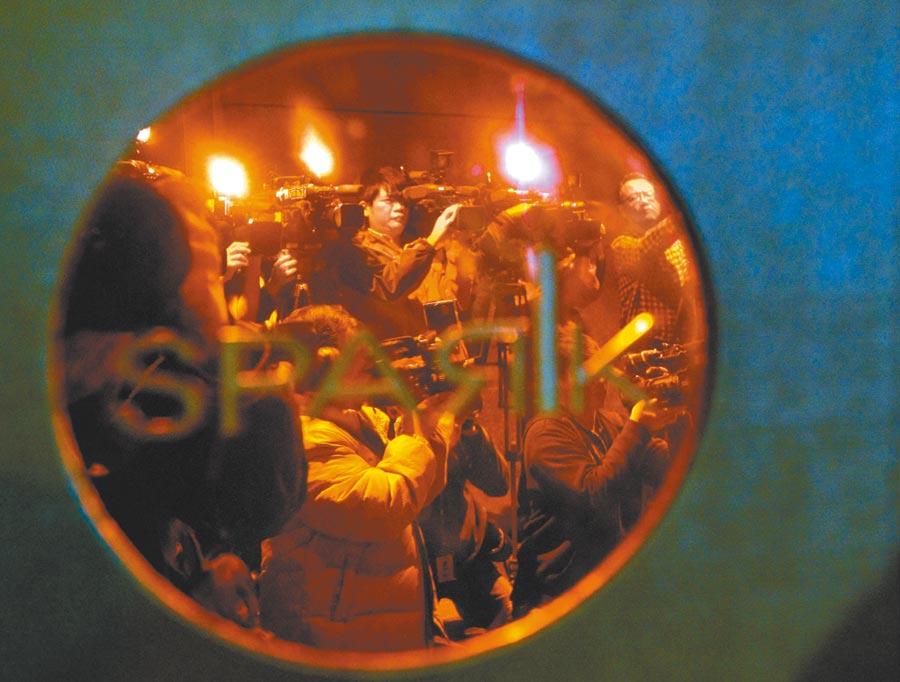東馬建設董事闕毅航,被控教唆竹聯幫分子在夜店將高爾夫球場小開許浚緯打成重傷,判決無罪確定。圖為夜店執行消防安檢。(本報資料照片)