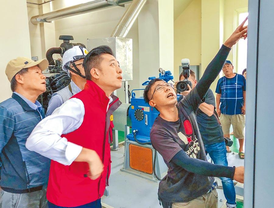 新竹市長林智堅視察南寮抽水站。(羅浚濱攝)