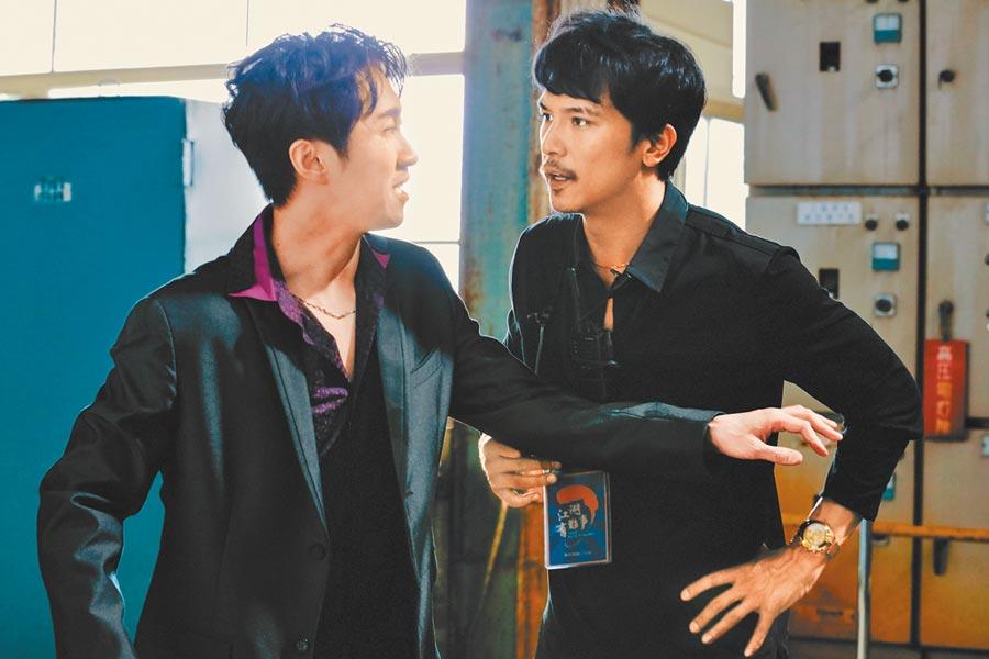 陳漢典(左)希望和片中成為屍體的女主角有更多互動,遭邱澤阻止。(華映提供)