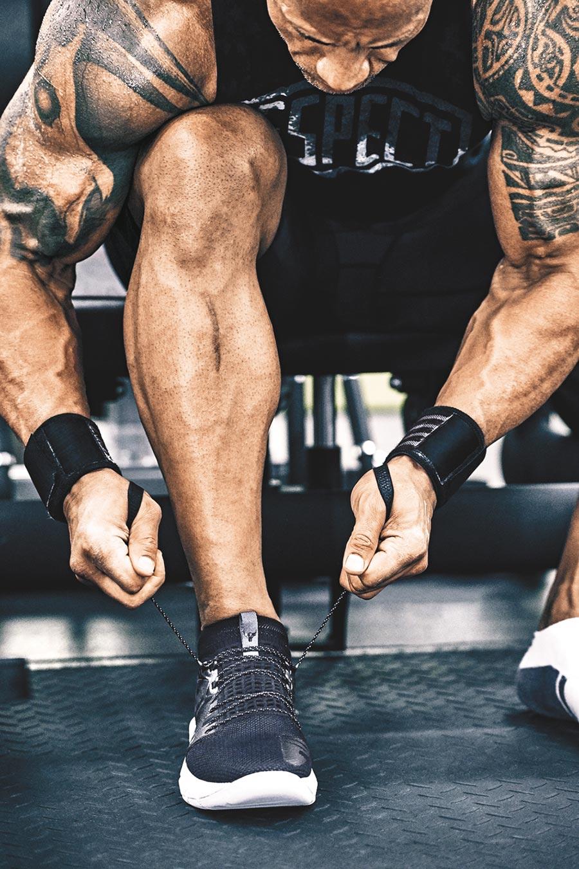 Under Armour此次推出巨石強森系列「Project Rock 2」訓練鞋,搭載HOVR x Tribase雙料科技,4380元。(Under Armour提供)