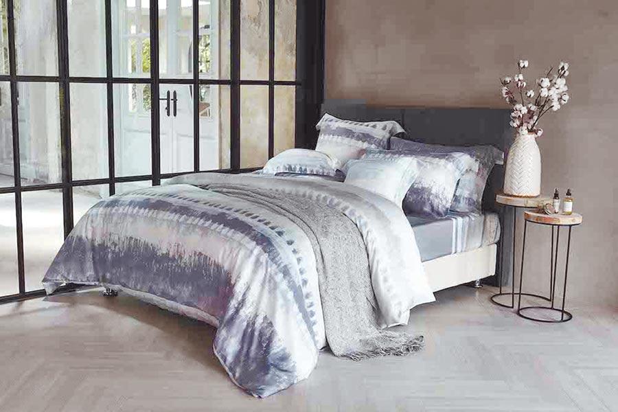 東妮寢飾波西米亞100%天絲印花床組售價7980元,原價1萬5960元。(東妮寢飾提供)