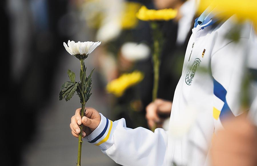 9月30日,烈士紀念日向人民英雄敬獻花籃儀式在北京天安門廣場隆重舉行。(新華社)