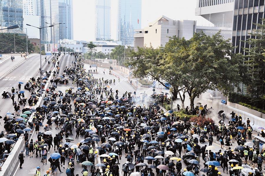 港民預告今日將發起大規模示威活動。(中新社資料照片)