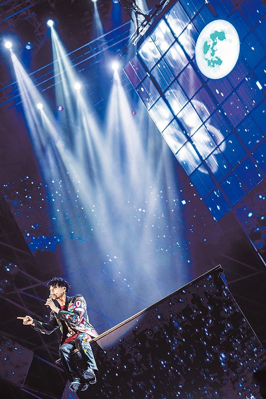 黃子韜演唱會現場被藍色應援色環繞。(中新社資料照片)
