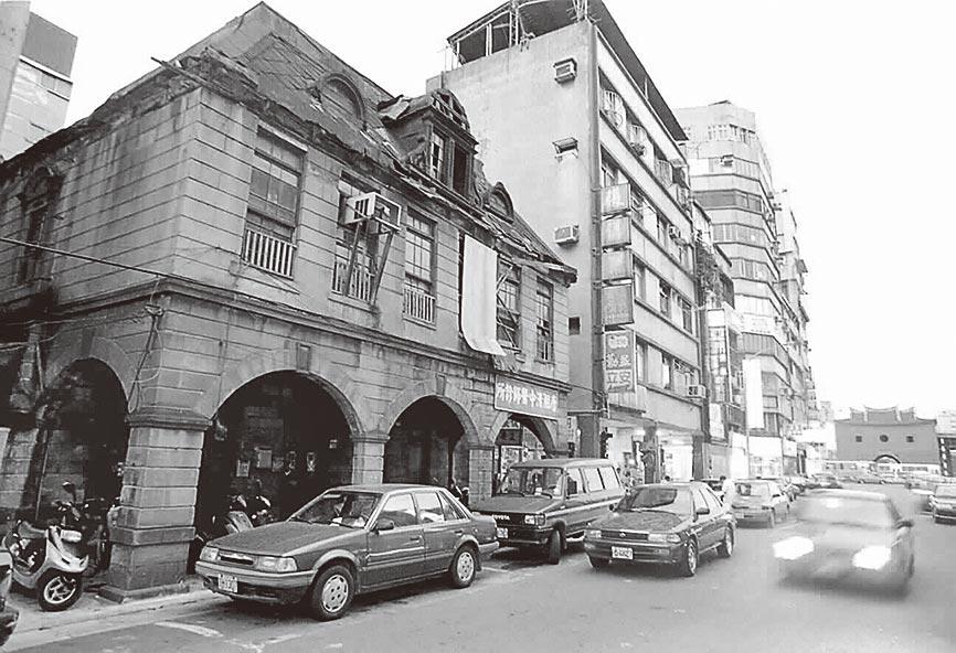 延平北路二十六號石造洋房式店舖是台北城內老建物之一。(本報系資料照片)