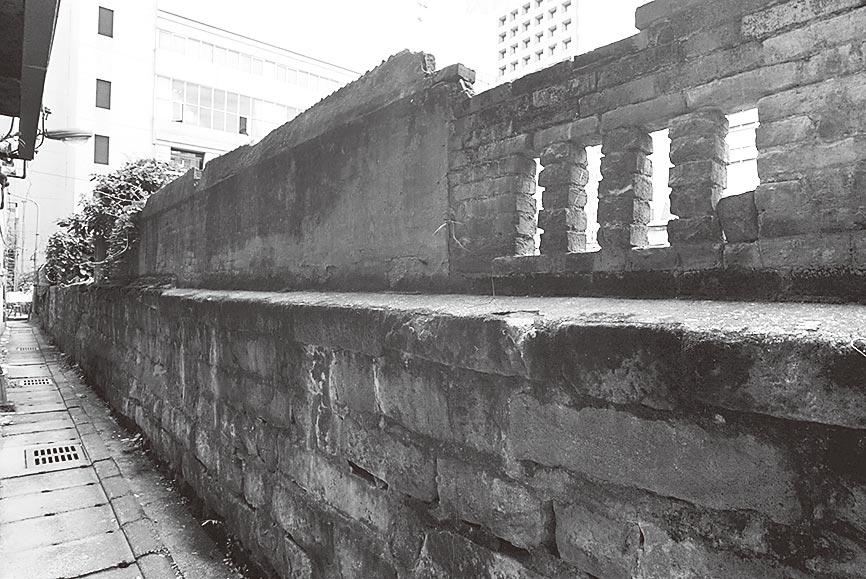 台北市塔城街15巷內,有面高約160公分的矮城牆台北城遺址。(本報系資料照片)
