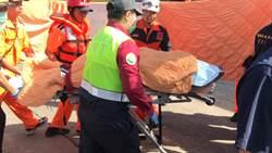 友人含淚撒冥紙 南方澳斷橋尋獲第4具遺體