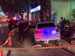 BMW駕駛拒警盤查  衝輾警用機車被卡棄車逃逸