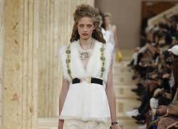 巴黎時裝周/Miu Miu挑戰不完美 即興翻玩荷葉邊