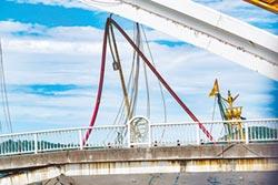 南方澳跨港大橋大崩塌》專家研判 鋼索因腐鏽斷裂!港務公司稱 2016年檢測報告未提鋼索鏽蝕