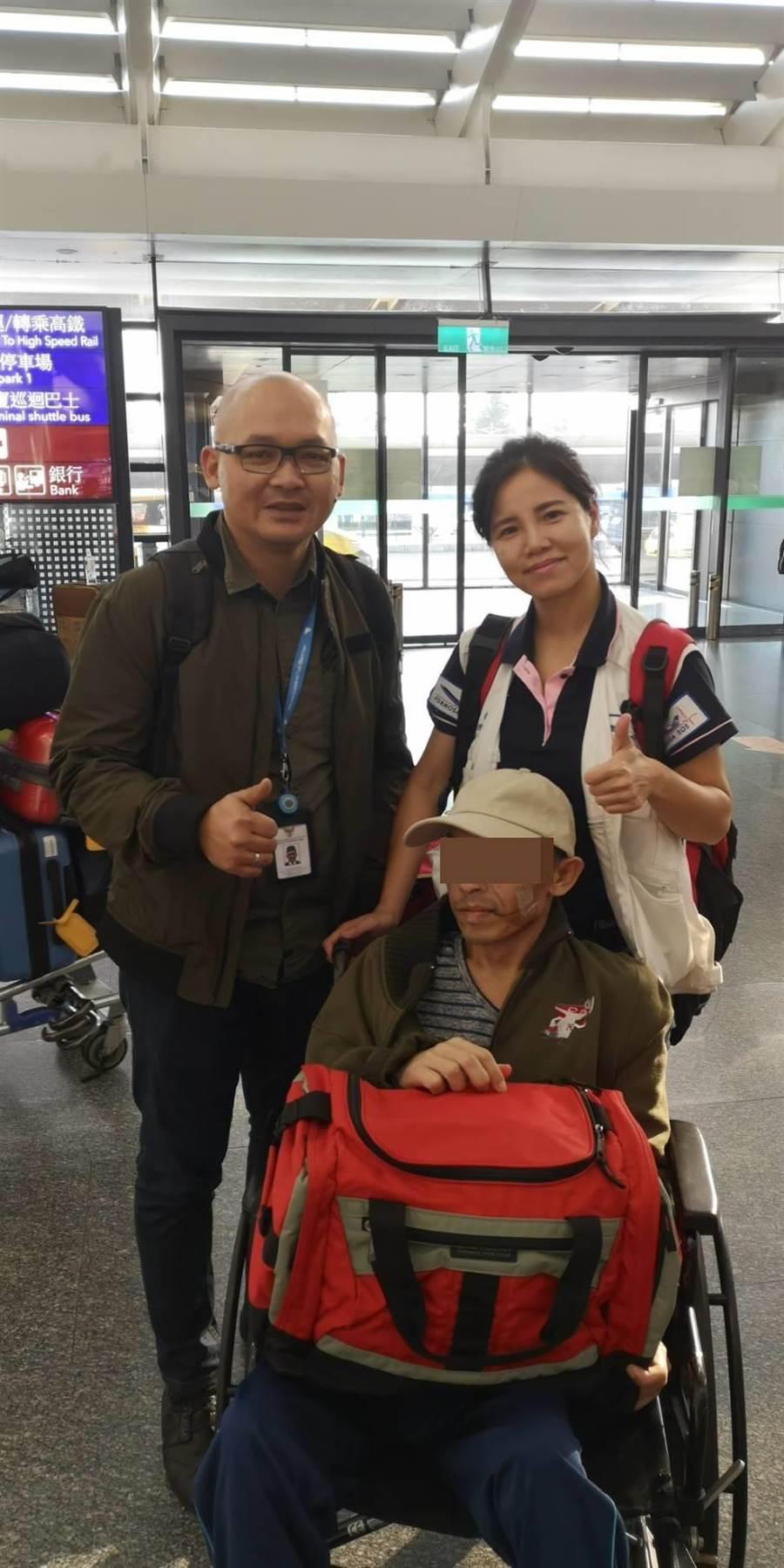 布迪由童綜合醫院救護車與國際轉送團隊王惠貞護理師陪同下抵達桃園機場。(童綜合醫院提供/王文吉台中傳真)