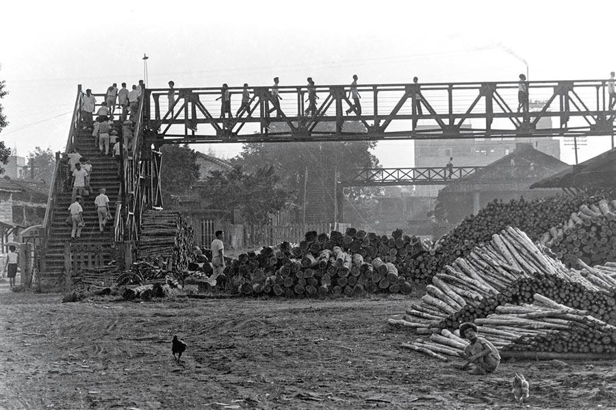 圖為余如季作品,1966年連結臺中車站前後站的天橋。圖/余立提供