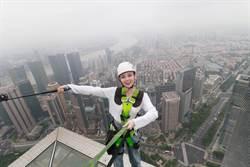 汪小敏克服懼高挑戰88樓層雲端漫步超激動