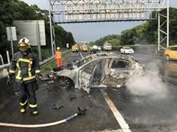 國道三號中埔段南下自撞火燒車 2人擦傷