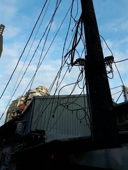 台電「廢電桿」竟給第4台濫掛 應曉薇:工務局漏洞