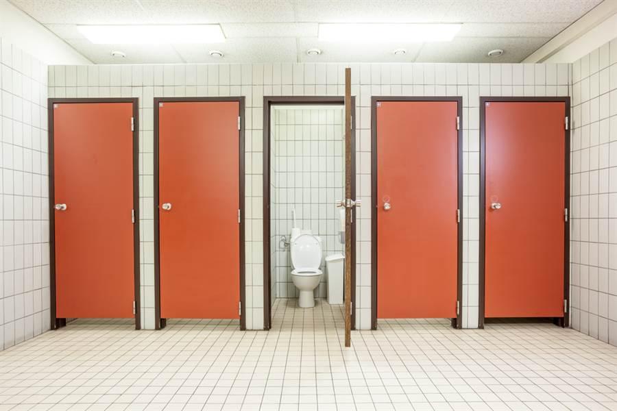 這公廁設計太尷尬 抬頭一看全走光(示意圖/達志影像)