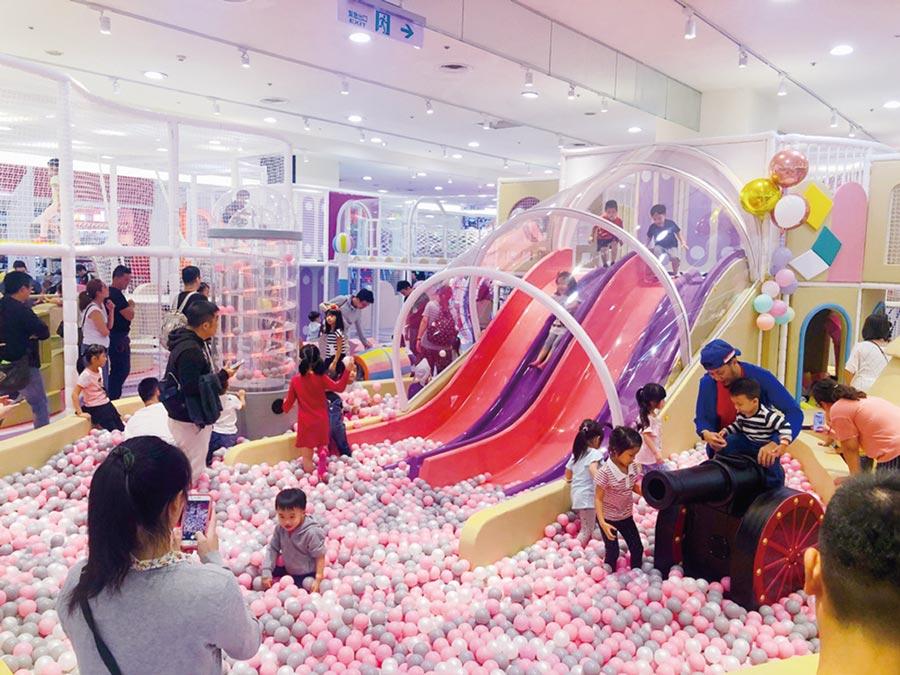 環球購物中心為迎周年慶改裝引進超過50家新櫃,中和店引進建築樂,園開幕以來親子客擠爆。圖/環球購物中心提供