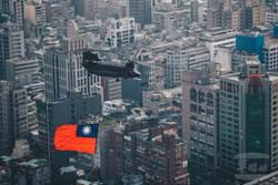 空中直擊》國慶戰機分列式 北市上空秀戰技