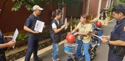 騎電動車未戴安全帽開罰 楊梅警關懷移工勤宣導
