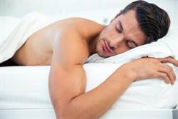 男友愛裸睡棉被飄這味 女友崩潰