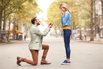 秘密求婚30次 女友遲鈍他出絕招