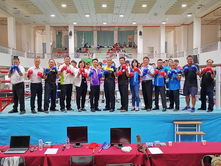 彰化縣108學年度縣長盃拳擊錦標賽,今天在二林高中熱鬧開打。(吳建輝攝)